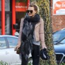 Hilary Duff stops by a gym for a workout in Studio City, California on January 24, 2017 - 418 x 600
