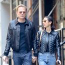 Jennifer Connelly and Paul Bettany out in New York - 454 x 553