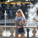 Lottie Moss – Shopping candids at The Grove in LA With Emily Blackwell - 454 x 650
