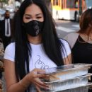 Kimora Lee Simmons – Seen while out Thanksgiving meals to the homeless in Los Angeles - 454 x 717