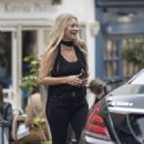 Kate Moss – Lunch with friends out in London's Notting Hill - 454 x 586