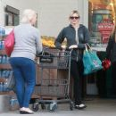 Amy Smart enjoys a day of shopping with her mom Judy in West Hollywood, California on December 15, 2014 - 454 x 387