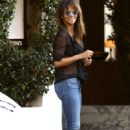 Halle Berry in Jeans at Cecconi's in West Hollywood - 454 x 681