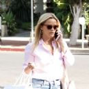 Reese Witherspoon – Shopping on Melrose Place in Los Angeles - 454 x 599