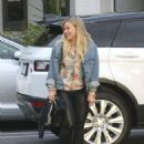Hilary Duff Out for a Sushi Dinner in Beverly Hills - 454 x 584