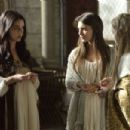 Caitlin Stasey in Reign as Kenna - 454 x 302