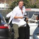 Val Kilmer Stopping By A Wells Fargo Bank In Malibu - 416 x 594