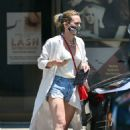 Hilary Duff – Out in Los Angeles