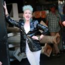 Cyndi Lauper – Filming Commercial in New York City - 454 x 713