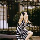 Claudia Schiffer - Vogue Magazine Pictorial [Italy] (April 2000) - 454 x 695