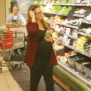Jessica Alba–Shopping in Beverly Hills