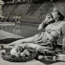 Gloria Swanson - 454 x 356