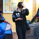 Selena Gomez – Out for lunch in Van Nuys