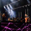 Miranda Lambert sings new single Locomotive - 454 x 303