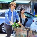 Vanessa Hudgens and Austin Butler - 454 x 469