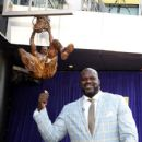 Former Los Angeles Lakers player Shaquille O'Neal speaks after unveiling of his statue at Staples Center March 24, 2017, in Los Angeles, California - 432 x 600