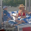 Kate Hudson: relax on lounge chairs by the pool of her Miami Beach resort