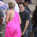 Busy Philipps - at Cougar Town set In Hawaii - 28/02/11 - 454 x 681