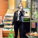 Rosie Huntington Whiteley – Shopping in Los Angeles - 454 x 477