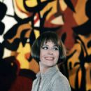Annie Girardot - 454 x 675