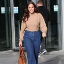 Vicky Pattison in a Beige Top and Denim Jeans out in London - 454 x 634