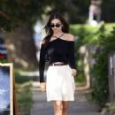 Emily Ratajkowski – Seen after having lunch in Amgansett Hamptons – New York