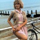 Emily Lloyd - 306 x 401