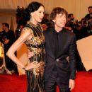 L'Wren Scott and Mick Jagger at 2011 MET Costume Institute Gala - 454 x 605