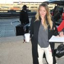Hilary Duff – Arrives at Airport in Washington - 454 x 554