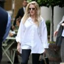 Ellie Goulding – Out and about in London - 454 x 681