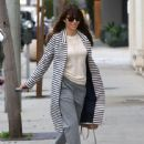 Jessica Biel stops by her restaurant Au Fudge for lunch in West Hollywood, California on January 24, 2017 - 442 x 600