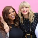 Taylor Swift – Visits her 'Lover' mural installation in NY - 454 x 779