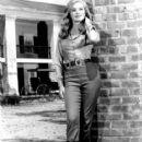 Linda Evans - 417 x 500