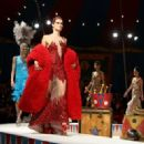 Isabeli Fontana – Moschino Runway Show SS 2019 Menswear and Women's Resort Collection in LA - 454 x 327