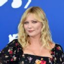 Kirsten Dunst – Woodshock photocall at the 2017 Venice Festival - 454 x 303