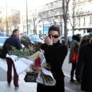 Kendall Jenner at a Bouquet of Red Roses – Arriving at her hotel in Paris