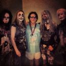 Rob Zombie & Peter Criss backstage in Camden, NJ 5-10-2014 - 454 x 449