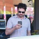 Gerard Butler is seen at Ollie's Duck & Dive Restaurant in Malibu, California on July 2, 2016 - 454 x 504