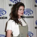 Marie Avgeropoulos- WonderCon 2019 - Day 3 - 454 x 303