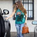 Sofia Vergara shopping at Martha Medeiros in West Hollywood - 454 x 681