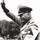 Benito Mussolini - 300 x 390