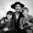 OLIVER 1968 FILM CAST MEMBERS, RON MOODY, MARK LESTER, JACK WILDE, - 454 x 357