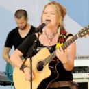 Crystal Bowersox: Blushing Bride - 454 x 726