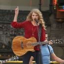 Taylor Swift Rocks Out On Hollywood Blvd