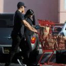 Kylie Jenner – Shopping in Los Angeles - 454 x 542