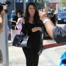 Lisa Vanderpump and Ken Todd out for lunch in Beverly Hills - 454 x 681