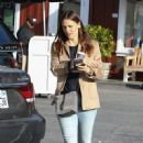 Jennifer Garner spotted leaving Brentwood Country Mart in Brentwood Ca March 27th,2017 - 451 x 600