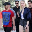 Joe Jonas and Sophie Turner - 454 x 733