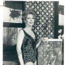 Laura Devon - 454 x 585