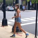 Hailey Baldwin – Seen on the Street in Chicago